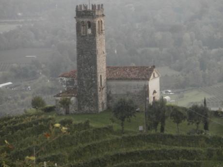chiesetta san lorenzo e1420663502122 I castelli (Collalto  Susegana  Conegliano  Castelbrando  Zumelle)