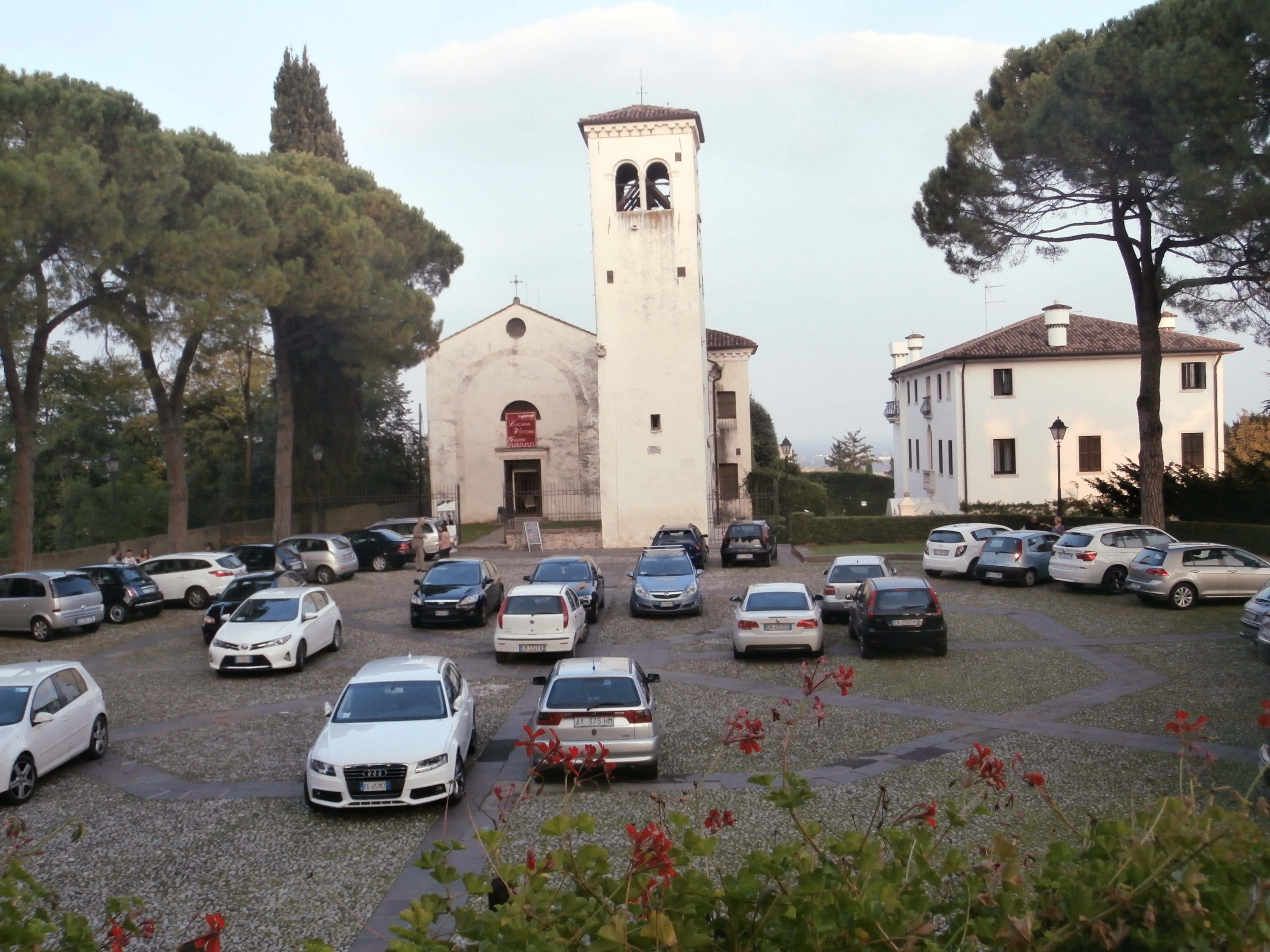 parcheggio + chiesetta I castelli (Collalto  Susegana  Conegliano  Castelbrando  Zumelle)